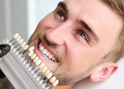 Man getting veneers